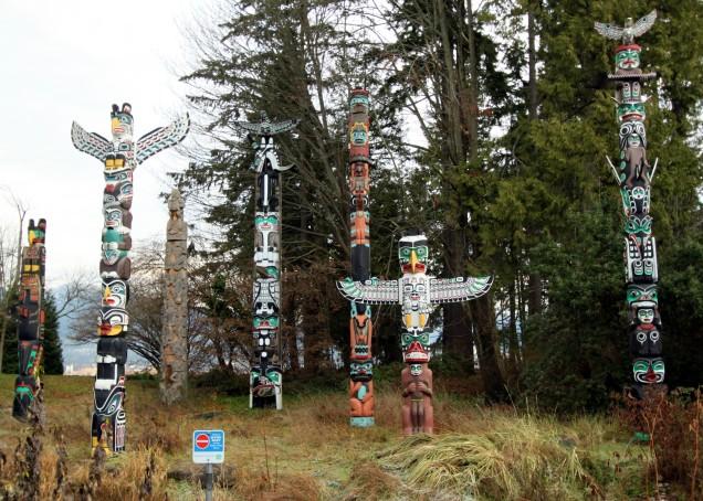 Totem_poles_Stanley_Park_Vancouver_December_2010